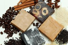 Jabón herbario natural hecho a mano fotografía de archivo libre de regalías