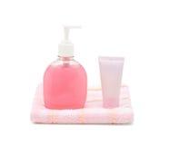Jabón líquido, tubo poner crema y toalla Imagen de archivo