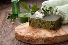 Jabón orgánico hecho a mano y aceite orgánico Fotos de archivo libres de regalías