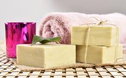 Jabón, toalla y vela orgánicos del balneario Foto de archivo