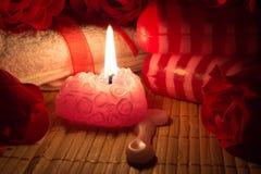 Jabón, vela y rosas Foto de archivo libre de regalías