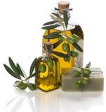 Jabón verde oliva con aceite Imágenes de archivo libres de regalías