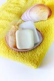 Jabón y esponja en la toalla fotografía de archivo libre de regalías