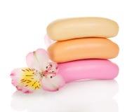 Jabón y flor fragantes de retrete fotos de archivo