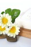 Jabón y flores Foto de archivo