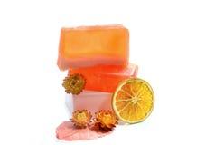 Jabón y naranja hechos a mano Fotos de archivo