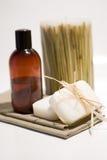 Jabón y toallas del BALNEARIO Foto de archivo libre de regalías