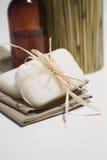 Jabón y toallas del BALNEARIO Fotografía de archivo libre de regalías