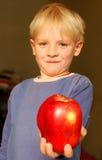 jabłczana chłopiec zdjęcie royalty free