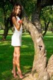 jabłczana piękna dziewczyny mienia czerwień Obraz Stock