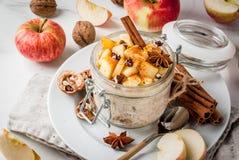 Jabłczanego kulebiaka nocny oatmeal obrazy stock