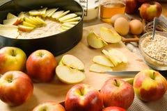 jabłczanego kulebiaka przygotowanie obraz stock