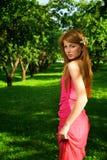 jabłczani piękni dziewczyny sadu potomstwa Zdjęcia Royalty Free