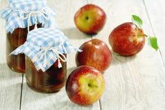 Jabłczany dżem i czerwoni jabłka fotografia royalty free