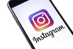 Jabłczany iPhone z Instagram logem Rosja, Październik - 04, 2018 fotografia stock