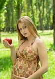 jabłczany kobieta w ciąży Zdjęcia Royalty Free
