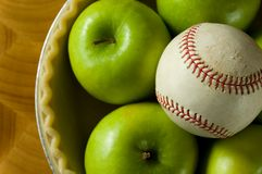Jabłczany kulebiak i baseball fotografia royalty free