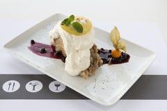 Jabłczany kulebiak, lód, cytryna, vanila fotografia stock