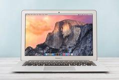 Jabłczany MacBook Lotniczy Wcześnie 2014 Obrazy Royalty Free