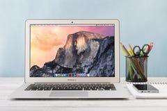 Jabłczany MacBook Lotniczy Wcześnie 2014 Obraz Royalty Free