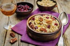 Jabłczany Pecan suszył cranberries i brązów dzikich ryż zdjęcie royalty free
