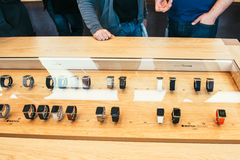 Jabłczany zegarek zaczyna sprzedawać na całym świecie Zdjęcie Stock