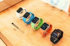 Jabłczany zegarek zaczyna sprzedawać na całym świecie Zdjęcia Royalty Free