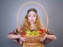 jabłek koszykowi piękni kobiety potomstwa Zdjęcia Stock
