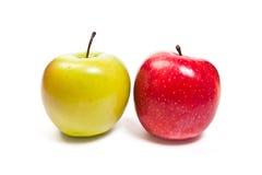 jabłek tła dof dojrzały płytki biel Z ścinek ścieżką Zdjęcie Stock