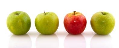 jabłek zieleni jeden czerwień Zdjęcie Stock
