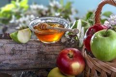 Jabłka i miód zdjęcia stock
