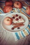 Jabłka i plasterek chałupa sera kulebiak Obraz Royalty Free