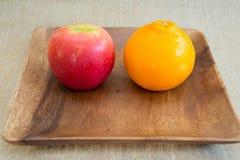 Jabłka i pomarańcze Zdjęcia Stock