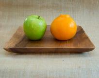 Jabłka i pomarańcze Zdjęcia Royalty Free