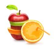 Jabłka i pomarańczowa owoc. Fotografia Royalty Free