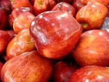 jabłka krzyżują wyśmienicie owoc odizolowywający czerwonej sekci biały całego Fotografia Royalty Free