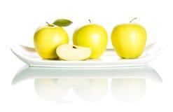 Jabłka na biały tle. Zdjęcia Royalty Free