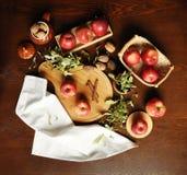 Jabłka na Stołowym, Flatlay/ Obrazy Royalty Free