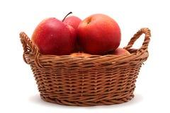 Jabłka w koszu obraz royalty free