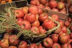 jabłka wypiętrzają czerwień Zdjęcia Royalty Free