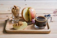 Jabłka z masłem orzechowym zdjęcie stock