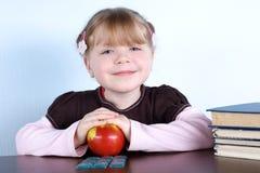 jabłko rezerwuje dziewczyny trochę Obraz Stock