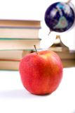 jabłko rezerwuje kulę ziemską Zdjęcia Stock