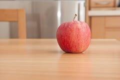 jabłko stół obraz royalty free
