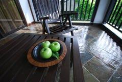 jabłko stół zdjęcia royalty free
