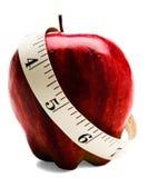 jabłko wokoło zawijającej pomiarowej taśmy Zdjęcie Royalty Free