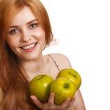 jabłko - zielony szczęśliwy uśmiechający się kobiety trzy potomstwa Zdjęcie Royalty Free