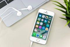 Jabłczany iPhone SE Zdjęcia Royalty Free