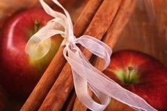 jabłek cynamonu kije Obrazy Royalty Free
