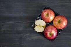 Jabłka dla zdrowie na drewnianym tle Fotografia Royalty Free